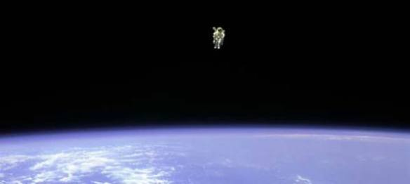 astronaut-floating-above-earth-1005-02